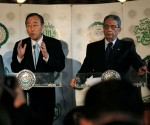 Secretary-General Ban Ki-moon (left) holds a press conference with Amr Moussa (right), Secretary General of the League of Arab States, in Cairo