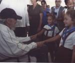 Fidel con niños