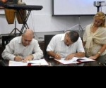 Ministro salud firma convenio